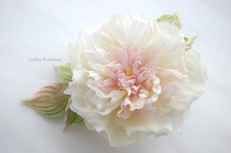 Нежный свадебный цветок из шелка для невесты