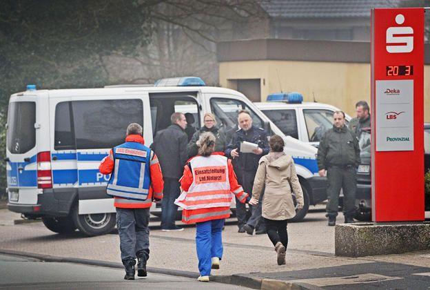 Überfallene Sparkassenfiliale öffnet ab Dienstag wieder +++ Mitarbeiter können Krankenhaus verlassen