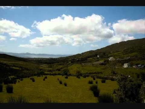 ▶ Amhrán na bhFiann - Irish National Anthem - YouTube
