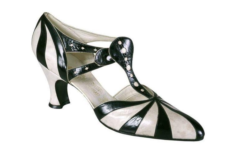 La Maison Hellstern, High class ladies shoes, 1920-28. Paris. © Romans ; musée international de la Chaussure © Direction des musées de France, 2008 Photos: © Anne Coudurier. Via Joconde