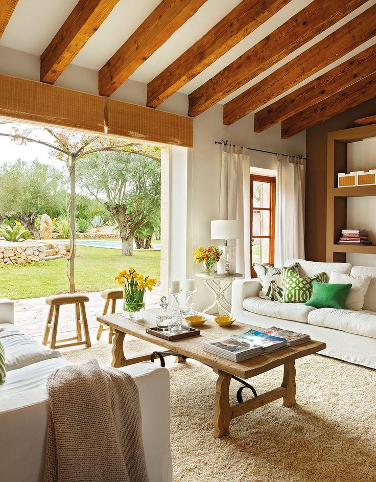 Perfiles casi invisibles  El jardín es la continuación natural del salón en este proyecto de la arquitecta Laura Zirón.