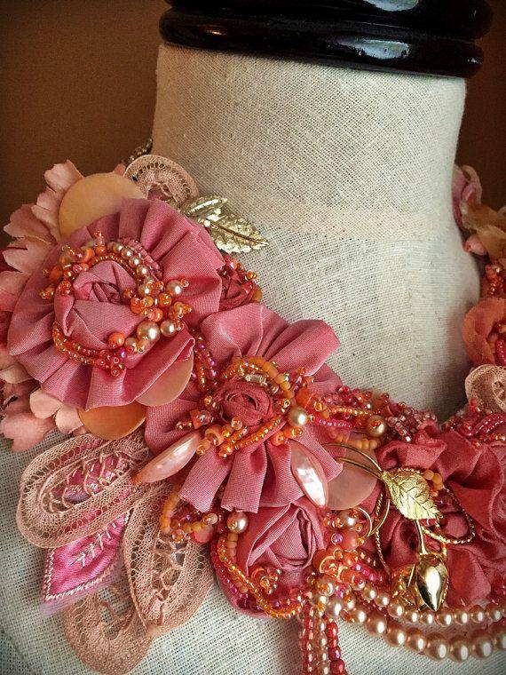 Collar de PEONÍA rosa melocotón encaje Collar por carlafoxdesign