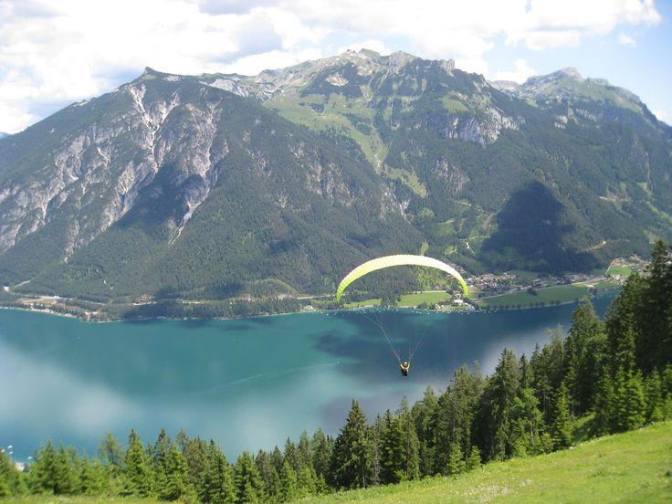#Paragleiten - Den #Achensee von oben genießen!  http://www.karwendel-achensee.com/de/pertisau-achensee-erleben/aktivurlaub-im-sommer/