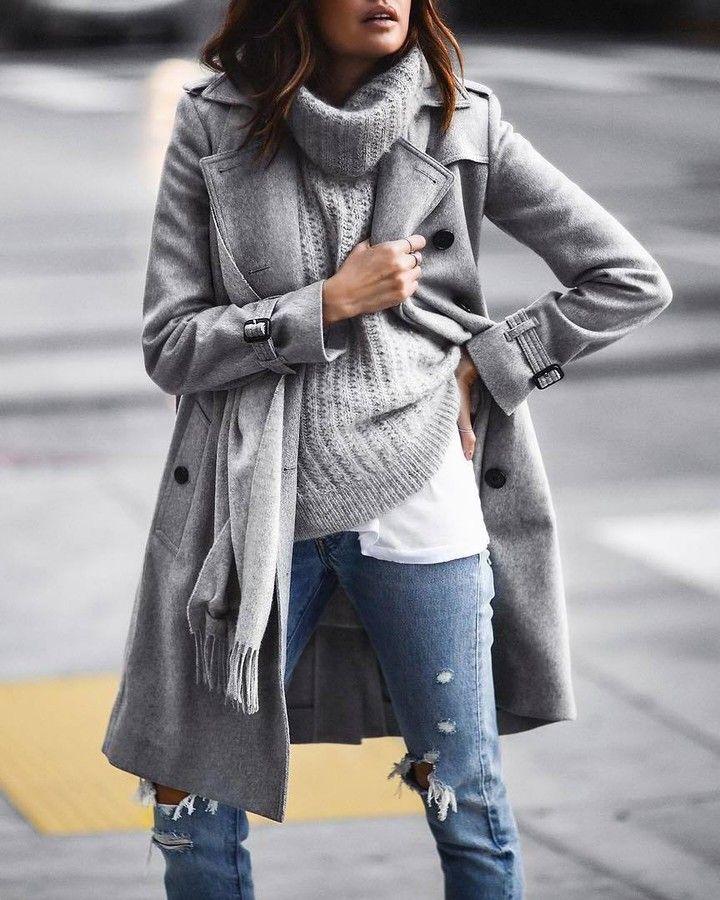Тренчкот - trench coat - с англ. траншейное пальто - двубортный дождевой плащ с погонами и отложным воротником манжетами кокеткой поясом и разрезом сзади. Первый тренч разработал Томас Барберри (Burberry) в 1901г и до сих пор эталоном является тренч именно этой марки. Классическая элегантность безукоризненный узнаваемый стиль и идеальная подгонка - настоящий must-have в гардеробах модниц всех континентов. Photo @fashionedchicstyling #womanslook  шерстяной тренчкот Kensington и классический…