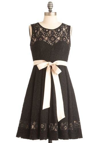 This pretty dress boasts a lace illusion sweetheart neckline, bow sash, lace overlay, and a flattering, sleeveless shape
