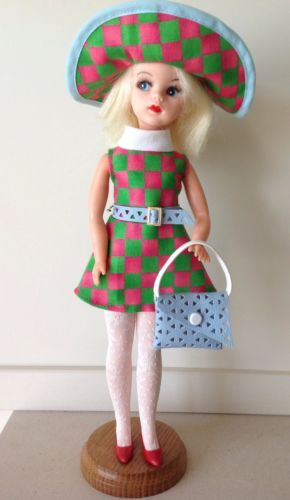 SINDY-PINK-GREEN-TRENDSETTER-1969-DRESS-HAT-BAG-STOCKINGS-REPRO-NO-DOLL