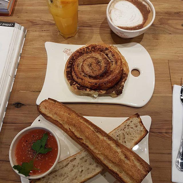 Desayunos de domingo ¿vienes? Le pain quotidien las condes, santiago de chile    #asipiensaunamama #desayuno #brunch #foodie #lepainquotidien #domingoslow