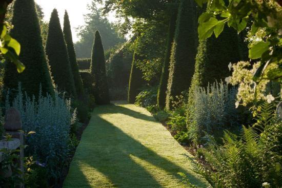 wollerton-old-hall-garden.jpg (550×367)