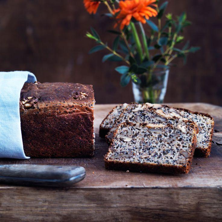 Recept på nyttigt superbröd med quinoa och valnötter.