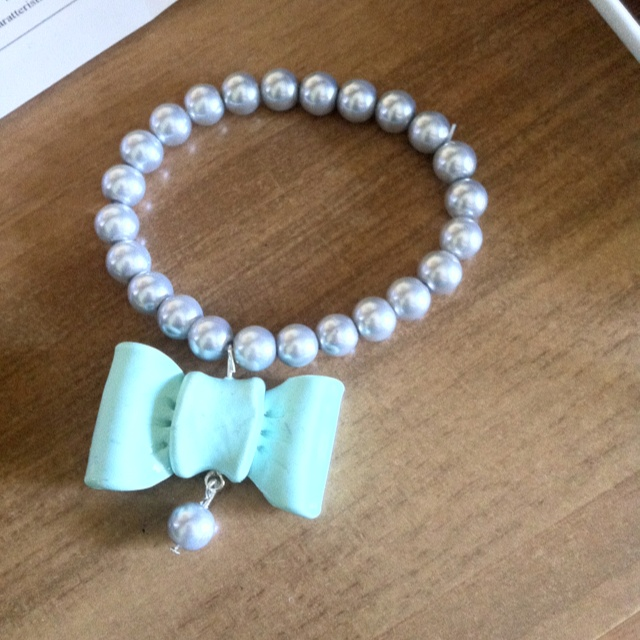 Handmade bracelets with pearls