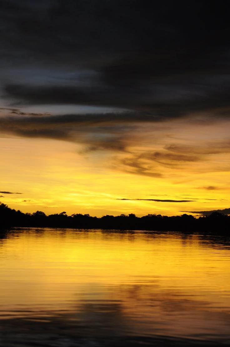 Atardecer Zacambu, Rio Amazonas, Colombia