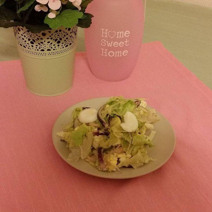Sallad med avokado  ägg fetaost räkor och lök blir kvällens middag! #lowcarb##smalmat# by gottis76