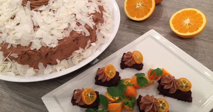 Det er helg og ingenting passer vel bedre enn en skikkelig god sjokoladekake. Wenche laget selvfølgelig også en glutenfri variant.
