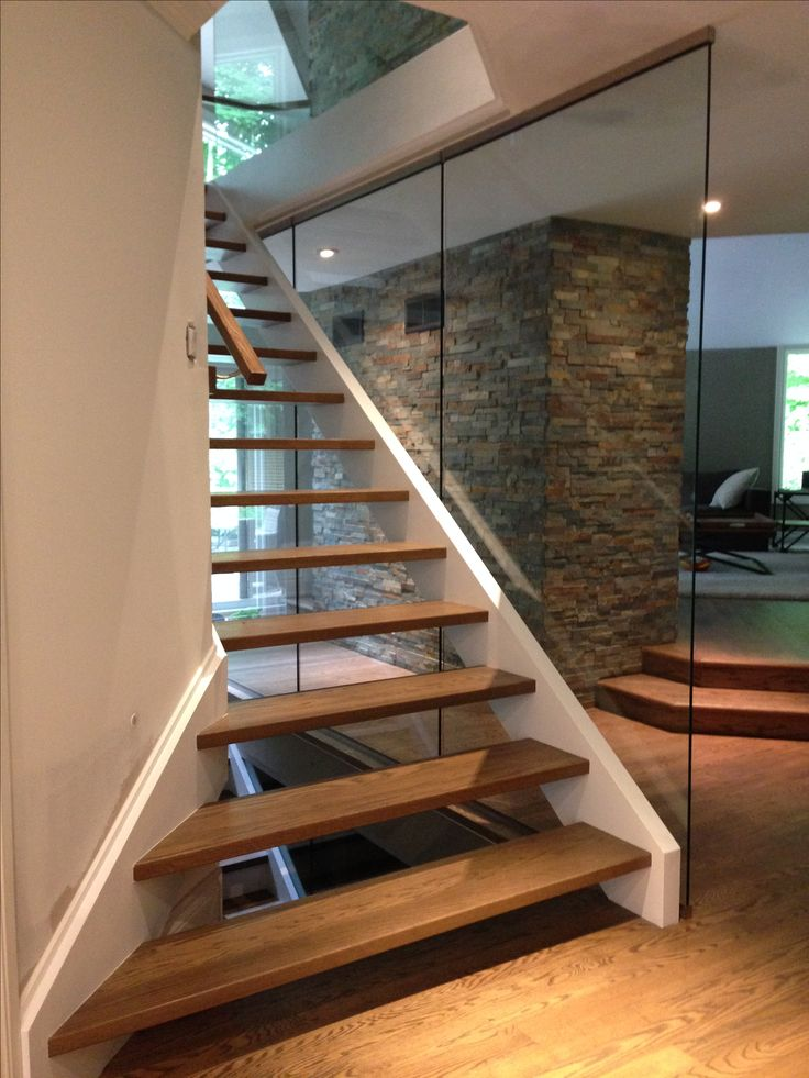 Floating stairs and glass railing