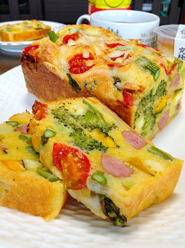 ケークサレです。ウチのお野菜てんこ盛りw。混ぜて焼くだけで、シアワセ味の出来上がり☆ by yumyumy1 at 2014-4-14