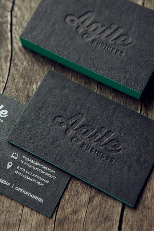 Cartes de visite Agence Agile Business, impression ton sur ton du logo sur papier recyclé noir et pantone argent au verso / business cards printed in tonal black and silver with color-edge