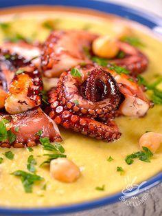 Octopus with chickpea macco - Per un Polpo con macco di ceci doc fate attenzione a sceglierlo bene: grande o piccolo che sia, i suoi tentacoli devono avere sempre due file di ventose! #polpoconceci