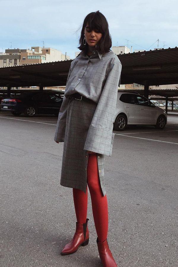 Fazer o look ficar em dois tons também pode ser interessante, combinando a meia calça ao sapato