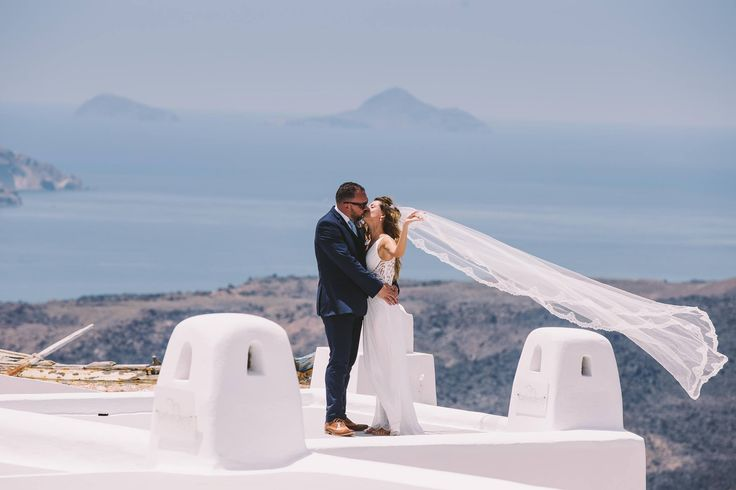 #wedding #weddingideas #weddingphotographer #viel #air #white #blue #sky #unique #view #lifegoals #little #island #bride #groom #kiss #love #hug #photos #oia #ios #santorini #folegandros #mikonos #miltoskaraiskakis