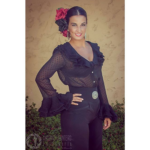 Camisas flamencas, punto y aparte... #mcj #maricarmenjulia #diseño #diseñadora #moda #modaandaluza #marcaespaña #marcaandalucia #designer #design #fashion #modaflamenca #flamenca #flamencas #flamencura #flamenco #modaflamenca #moda2016 #andalucia #trajesdegitana #modaandalucia #fashiondesign #fashiondesigner #madeinspain