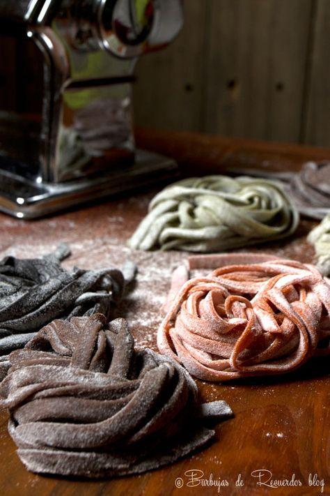 Cuatro recetas de pasta fresca casera: hierbas frescas, onoto, cacao y tinta de calamar