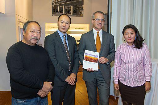 Mongolische Kunst zu Gast in Wien | Fotograf: Michael Weinwurm | Credit:Volksbank Wien-Baden AG | Mehr Informationen und Bilddownload in voller Auflösung: http://www.ots.at/presseaussendung/OBS_20131018_OBS0008