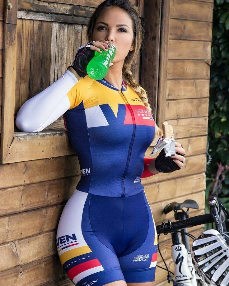 #velogirl #girl #bikegirls #cycling #cyclinglife #bicycle #girlonbike #womanonbike