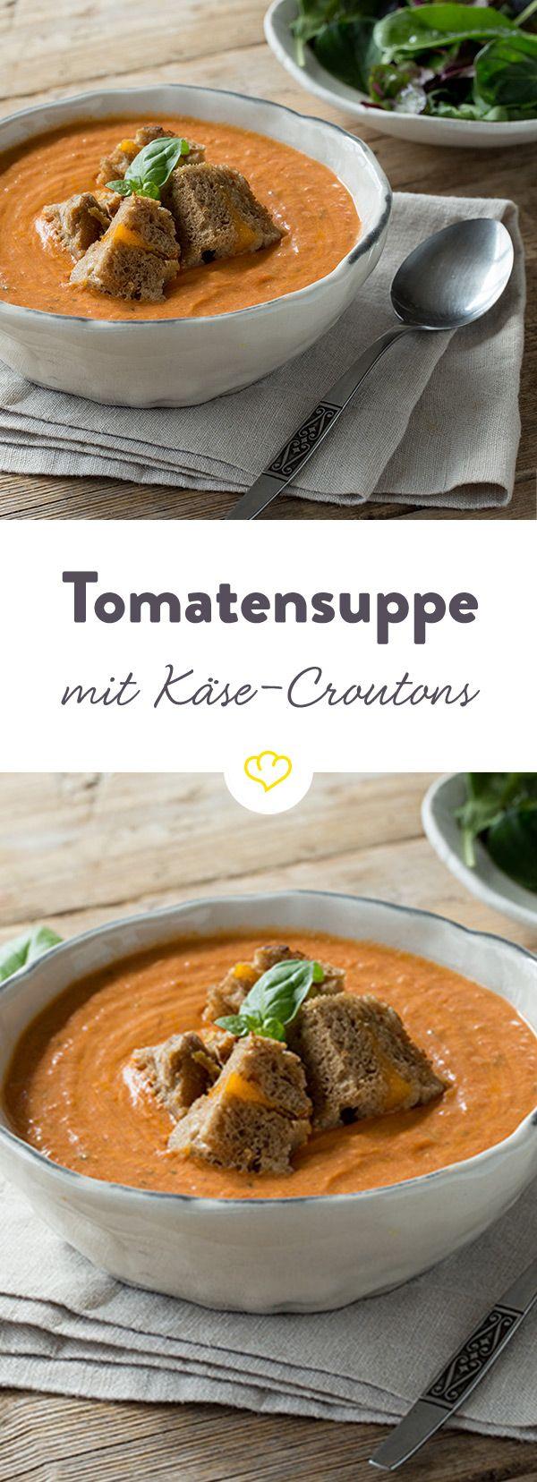 Tomaten-Basilikum-Suppe mit Käse-Croûtons