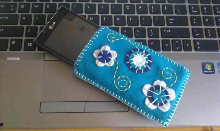 DIY felt phone case
