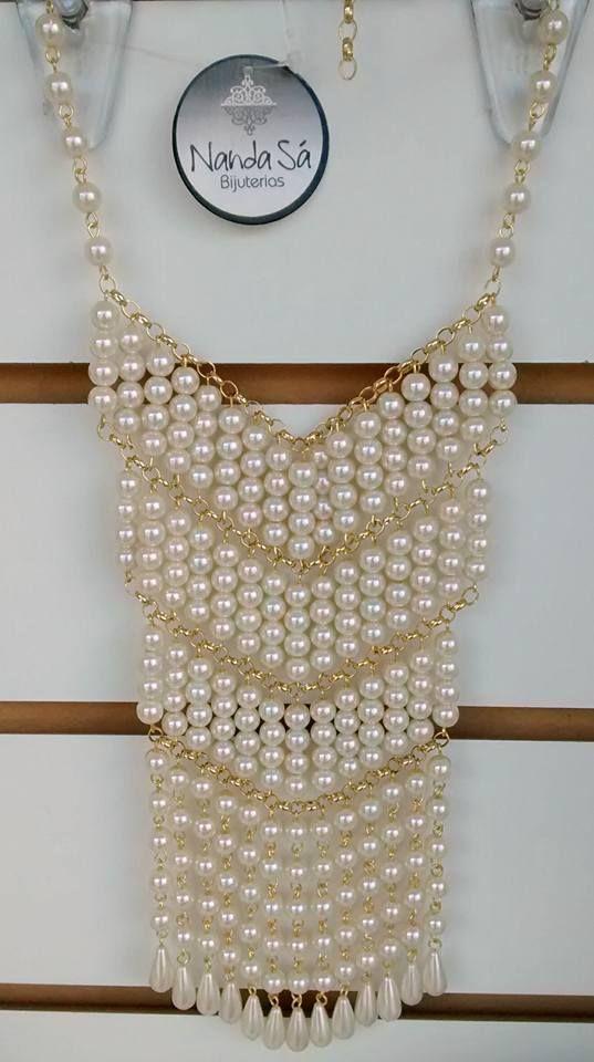 5bab96eac4a4 Collar perlas y cadena dorada