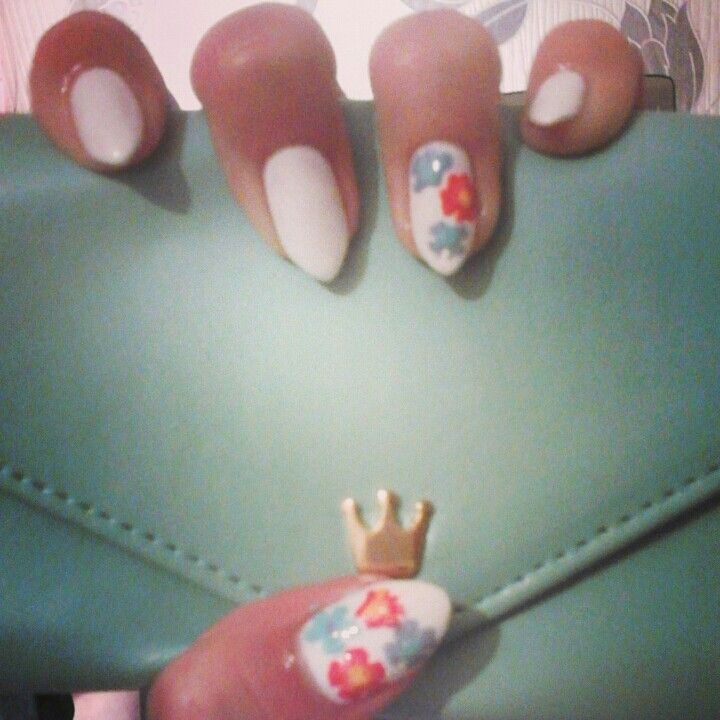 #whitenails #flowernails