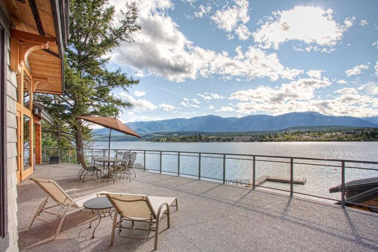 Deck overlooking the lake by Quiniscoe Homes  quiniscoe.ca