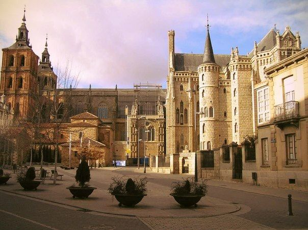 Day 27: Astorga monuments - The cathedral and Bishops Palace right next to one another.