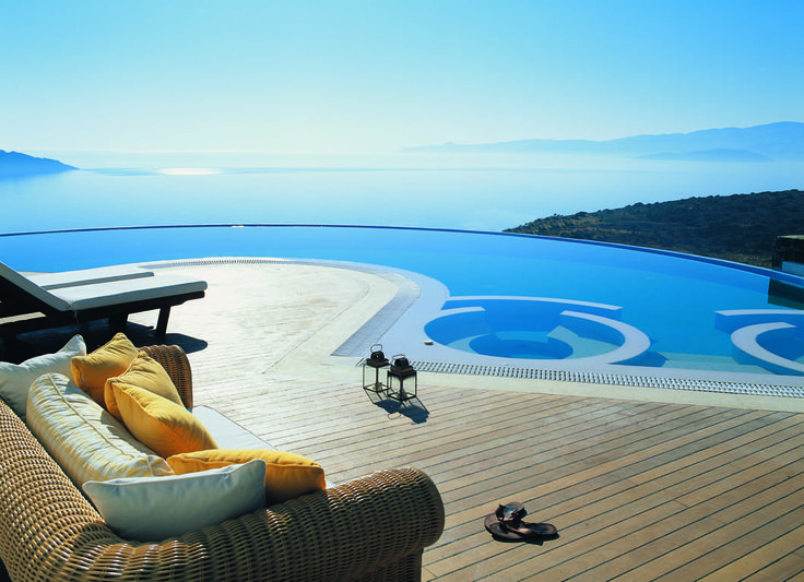 32 best amazing pools around the world images on pinterest for Amazing holiday rentals