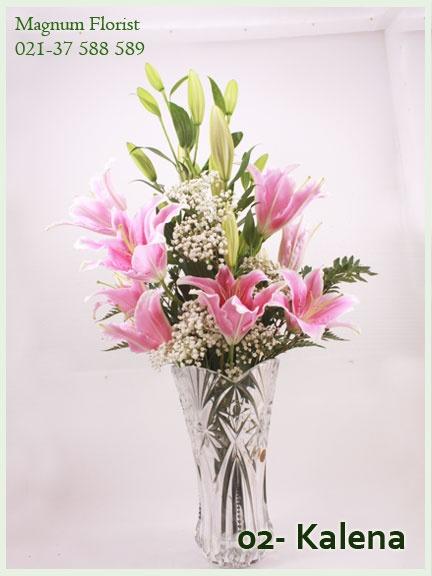 6 Bunga lily yang mekar merekah, bisa tahan selama 5 hari. Bila berencana ingin memberikan bingkisan kado bunga untuk Ibu, oke banget nih.. ibu itu sosok yang telaten, bunga ini pasti diganti airnya setiap hari