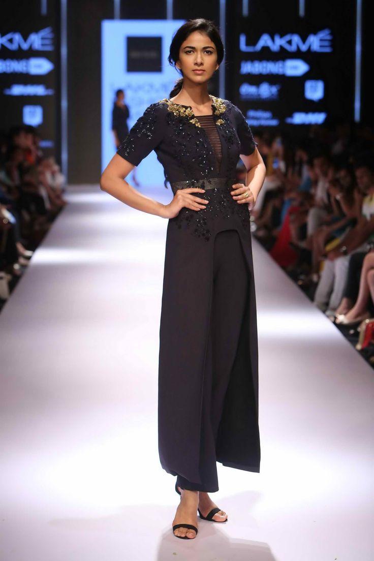 Lakmé Fashion Week – RIDHI MEHRA AT LFW WF 2015