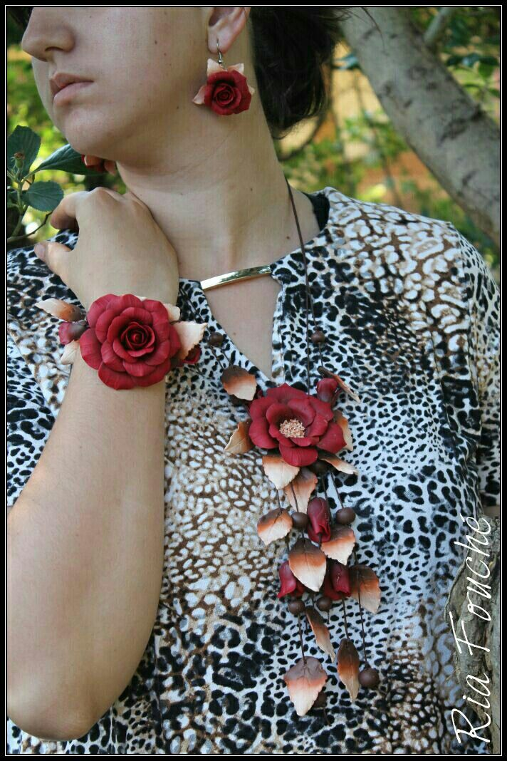 Open rose set in red, browns and cream