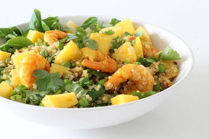 Het is zomer en dan zijn salade's natuurlijk heerlijk om te eten! Vandaag deel ik een lekkere combinatie van een Quinoa salade met mango en garnalen. Ik gebruikte quinoa maar je kan ook couscous of zilvervliesrijst gebruiken. Hij is simpel en eenvoudig te maken.