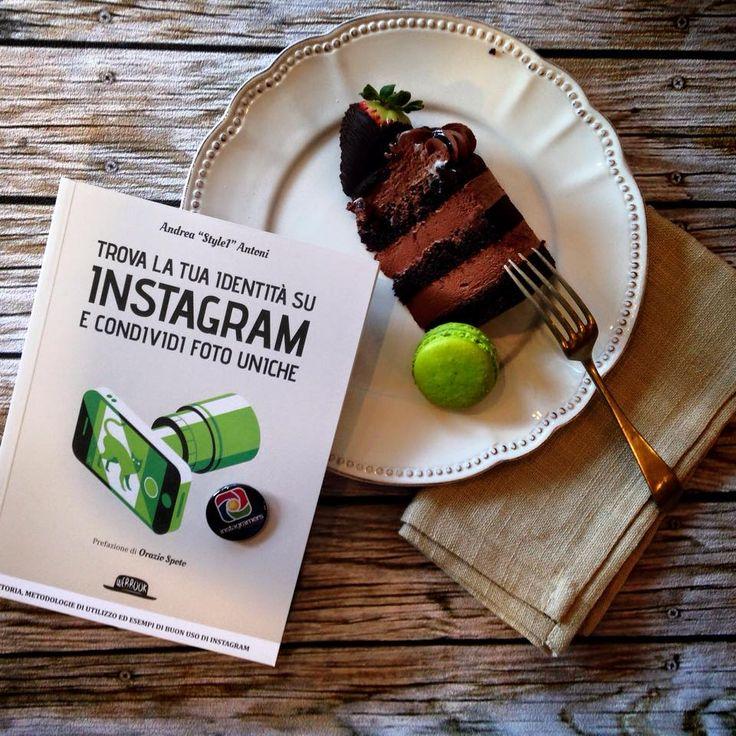 """Buongiorno! Il libro """"Trova la tua identità su #instagram e condividi foto uniche"""" è entrato nella top11 di #Amazon nella sezione #informatica. Enjoy!  http://www.webintesta.it/prodotto/instagram-condividere-foto-uniche/"""