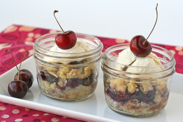 Cherry Crumble in a jar: Desserts Recipes, Crumble Recipes, In A Jars, Glorious Treats, Baking Ideas, Mason Jars Desserts, Cherries Crumble, Jars Recipes, Cherry Crumble