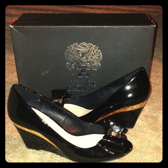 20% Sale Like new Vince Camuto shoes Vince Camuto shoes worn only once indoors.. Vince Camuto Shoes