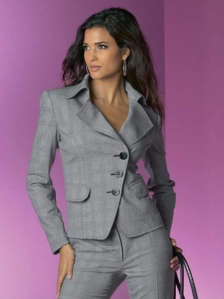 Женские деловые костюмы добавить
