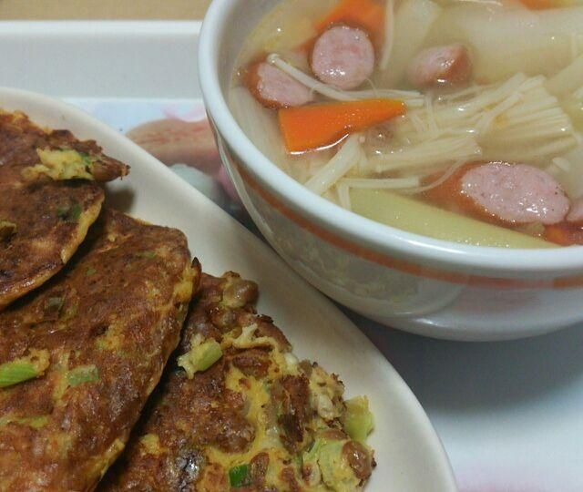 納豆チヂミは、卵と納豆の簡単消費レシピになりそう♪ - 11件のもぐもぐ - 野菜スープ&納豆チヂミ by katsuky