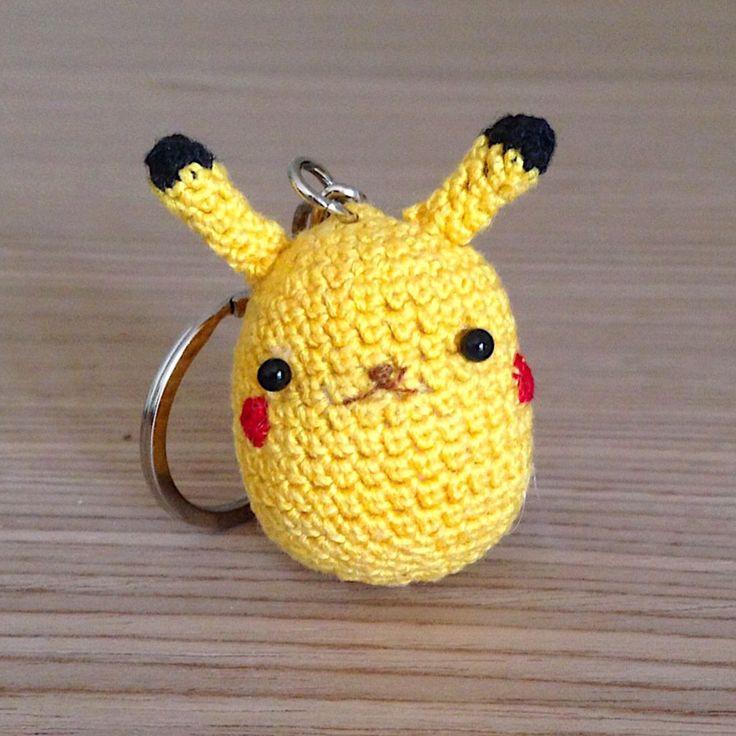 Pikachu amigurumi portachiavi, fatto a mano all'uncinetto, by La piccola bottega della Creatività, 12,90 € su misshobby.com
