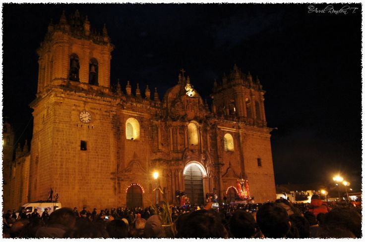 Yesterday they celebrated Señor de los Temblores in Cusco by walking through the city with the shrine of Jesus.