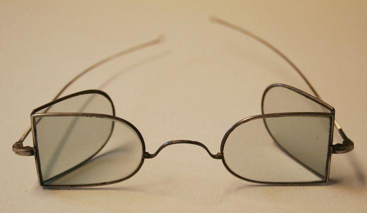 Sonnenbrille für Kutscher, um 1860, Metall, blaue Gläser © Wien Museum