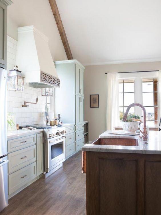 15 best kitchens by joanna gaines a round up post of the best kitchens by joanna gaines hg on farmhouse kitchen joanna gaines design id=58689