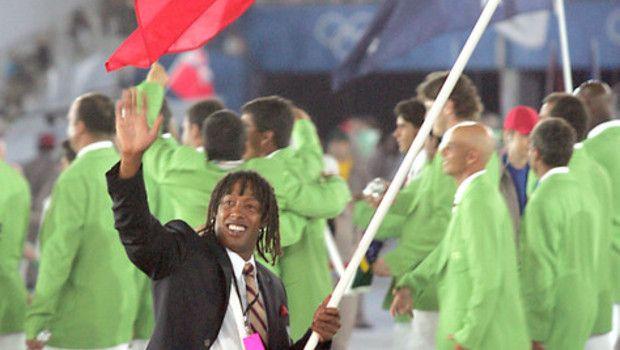 JO 2004 : Jackson Richardson porte drapeau français .