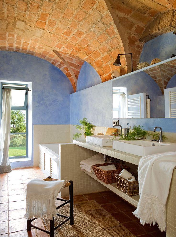 Ideas Para Decorar El Techo Del Baño:, beiges o anaranjados, como el techo abovedado de este baño, el