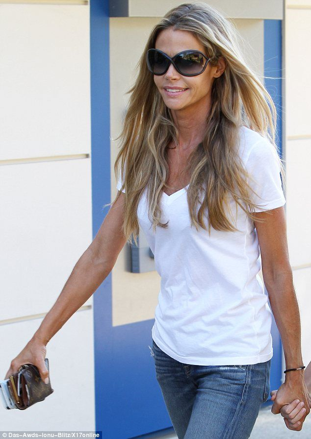 Love Denise Richards easy breezy California style, great for Summer! At 43, she proves that 40 is the new 30!